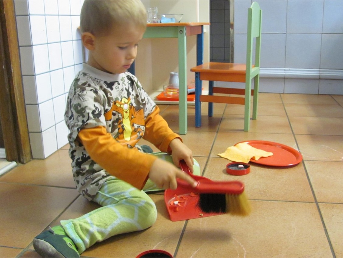 CreaVita Kinderhaus Übungen des prakt. Lebens